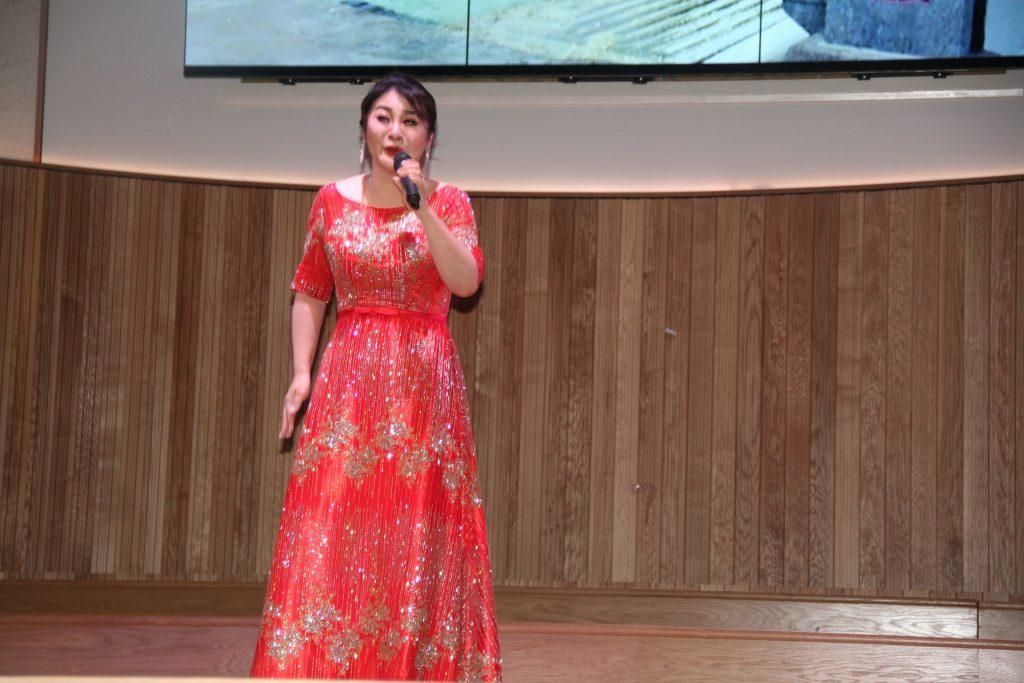中英文化体育交流协会副会长陈薇演唱《兵哥哥》