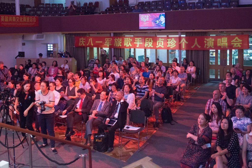 英国河南文化商贸总会联合主办的庆八一军旅歌手段贞珍个人演唱会 于伦敦举行